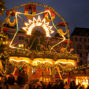 copyright-Heimat-der-Heinzel-WeihnachtsmarktKolner-Altstadt-Historic-Ferris-wheel-at-the-Christmas-market.jpg